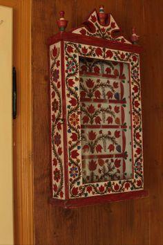 100% #romanian #roumanie #homedecor Trotter, Moldova, Macedonia, Eastern Europe, Country Living, Folk Art, Globe, Ethnic, Textiles