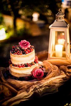 Wedding cake. Wedding in Montecarlo - Lucca | Holly and Adam. #wedding #montecarlo #lucca #tuscany #photographer #weddingphotography #weddingphotographer #cake #inspiration