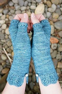 Cloud House Studio > Felicity Mitts  - Free Knitting Pattern