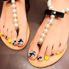 Explore trendy and classy, cute and elegant toe nails designs for summer and beach vacation. You will love our easy ideas. Pretty Toe Nails, Cute Toe Nails, Pretty Nail Art, Pretty Toes, Cute Toes, Pedicure Designs, Pedicure Nail Art, Toe Nail Designs, Toe Nail Art