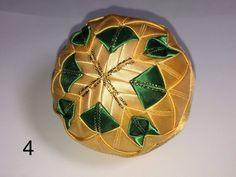 Dekorácie - vianočné patchworkové gule zeleno-zlaté - 7146364_
