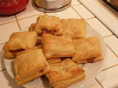 Cuban guava and creme cheese pastries Breakfast Recipes, Snack Recipes, Cooking Recipes, Creme Cheese, Guava Pastry, Hispanic Dishes, Cuban Cuisine, Comida Latina, Cuban Recipes