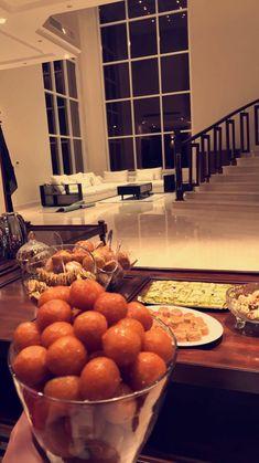 Al Malqa District Cute Home Decor, Home Decor Styles, Home Room Design, House Design, Fairy Lights Room, Pinterest Room Decor, Perfume Display, Homemade Soft Pretzels, Snap Food