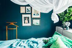 La maison de Kristin Lagerqvist-Krickelin || Une chambre bleu canard