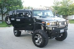 2006 Hummer H2 - HOLY HUMHUM!  Sexy sexy!!!  I want those rims!!!!  And the skid plate blacked out is kinda cool too!!!!