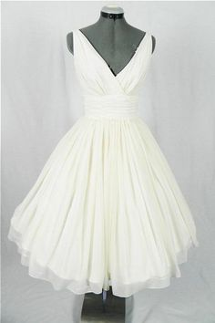 Pin Up Wedding Dress,Vintage Wedding Dress,50s Wedding Dress,Wedding Dress Tea Length,MA145 Only accept payment from PayPal, there is USD5 discount for payment by Paypal, discount code: paypalcoupon 1.Size: Please refer to the above size chart, You can choose the dress in standard size . We need those measurements:(u can add your sizes in Custom message to seller for this item ) Bust:=____________ inches. Waist: =_______________ inches. Hips: = ________________ inches. Your hei...