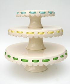 eyelet cake plates with ribbons. love.
