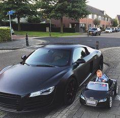 Matte Black Audi R8 Familia 💣🇩🇪 start them young. Checkout @vistale! Tag an Audi lover. Photo by @ls1190