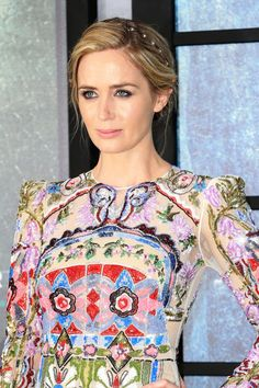 "Emily Blunt attend the world premiere of ""The Girl on the Train"" at Odeon Leicester Square in London, England (4)"