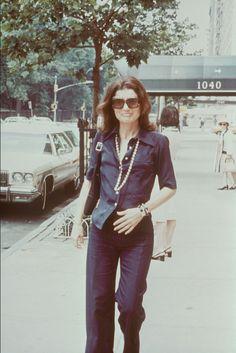 Mode : le style de Jackie Kennedy en photos culte - Jackie Kennedy chemise bleue