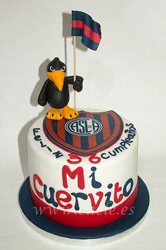 Tarta de dulce de leche y chocolate para un fan de San Lorenzo de Almagro. Party Cakes, Birthday Cake, Deco, Desserts, Chocolate Birthday Cakes, Sweets, Pretty Cakes, Pastries, Biscuit