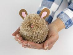 DIY-Anleitung: Pompon-Hase basteln / diy tutorial for a pompon-bunny via DaWanda.com