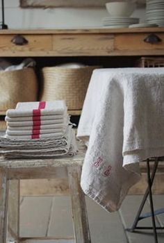 If you have beautiful textiles for use in the kitchen ... let them show! Drape, stack, gather, display ...