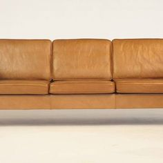 Vintage leather looking rather delicious. 1960s Danish sofa in a caramel brown leather in excellent condition, now available at #Fitzroy 👌 #leather #danishdesign #midcentury #angelucci20thcentury