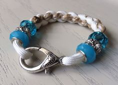Items similar to Turquoise Bead Paracord Bracelet on Etsy Rope Jewelry, Fabric Jewelry, Jewelry Crafts, Beaded Jewelry, Beaded Bracelets, Paracord Projects, Paracord Ideas, Parachute Cord Crafts, Bracelet Making