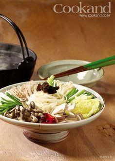 오늘 저녁 뭘 해먹지? 고민이신 분들을 위해 쿠켄에서 제안하는 식탁요리, 버섯전골입니다. [ 1. 요리법] [ 1) 요리재료] · 주재료 : 표고버섯 3개, 느타리버섯 1줌, 팽이버섯...