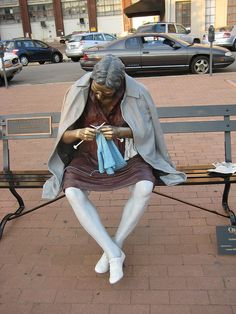 Knitting statue, knitter, bench, concentration, focus, crafting