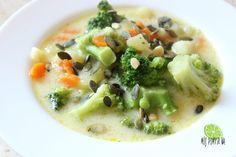 Zupa brokułowa z serkiem topionym i pestkami dyni.  Broccoli soup