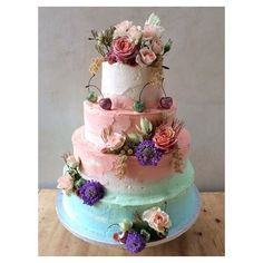 One of my favourite #wedding #cakes ever  for my old friend @boosaville - taking inspiration from one of her #beautiful paintings -- congratulations boo☺️ ☺️