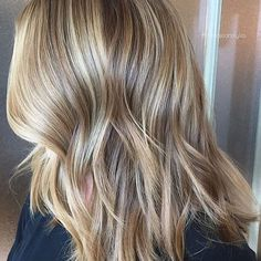 Dimensional winter blonde ❄️ Color by @carlajean_mass #hair #hairenvy #hairstyles #haircolor #blonde #balayage #winterblonde #highlights #newandnow #inspiration #maneinterest