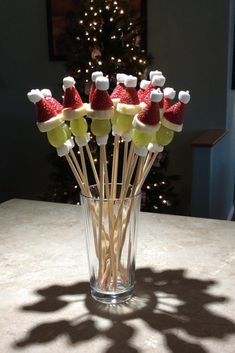 "Grinch Kabobs Recipe ""These little skewers are simple to make and a great addition to your appetizers at any Christmas party."" Grinch Kabobs Recipe ""These little skewers are simple to make and a great addition to your appetizers at any Christmas party. Christmas Party Food, Xmas Food, Christmas Brunch, Christmas Cooking, Christmas Goodies, Dessert For Christmas Party, Christmas Fruit Ideas, Christmas Dinner Ideas Family, Christmas In July Decorations"