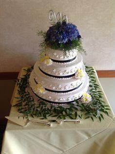 #weddingcakedecorations #weddingcake #weddingflowers #blueflowers #bluethemedwedding