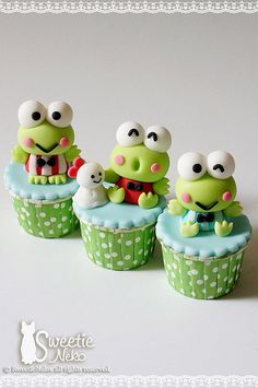 Keroppi cupcakes with fondant. Cupcakes Cool, Frog Cupcakes, Apple Cupcakes, Cute Cakes, Cupcake Cookies, Fondant Cupcakes, Cupcake Toppers, Kitty Cupcakes, Snowman Cupcakes