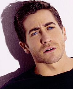 Jake Gyllenhaal..omg look at the eyess *squeals like little girl*
