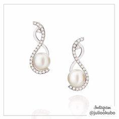 Brinco em Ouro Branco com Diamantes e Pérola. (Earrings in White Gold with Diamonds and Pearl.) By Julio Okubo