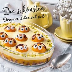 Bee pudding with cookies - - Small Bees, Pudding Desserts, Mole, Chocolate Cookies, Food And Drink, Sweets, Recipes, Bee Cookies, Jam Jam