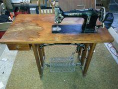 Original Gritzner Nähmaschine mit Pedal und Holztisch mit Schublade in in Dornburg (Gritzner industrial sewing machine)