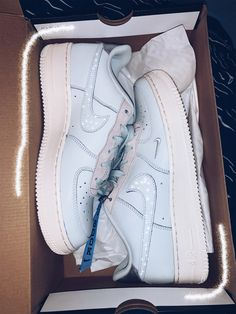 These Sneakers Are Really Cool - trendy sneakers for 2020 These sneakers are really awesome, best sneakers sneakers, sneakers adidas, white sneakers Best Sneakers, White Sneakers, Sneakers Fashion, Shoes Sneakers, Sneakers Adidas, Shoes Sandals, Basket Style, Nike Shoes Air Force, Aesthetic Shoes