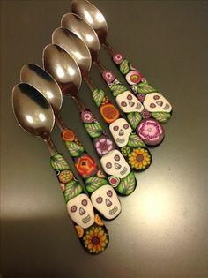 New skulls on coffee spoons, polymer clay and mexican style mixed together ❤ Le Paste polimeriche incontrano le decorazioni messicane sui cucchiaini da caffè!!!