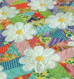 LOVE the daisies and bright colors of this quilt. Adorable