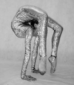 15 Amazing and Extremely Bizarre Flexible Women. Something Bizarre! Gymnastics Poses, Rhythmic Gymnastics, Gymnastics Flexibility, Flexibility Dance, Gymnastics Pictures, Hologram, Holographic, Steam Punk, Photoshop Art