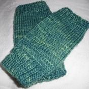 Easy Fingerless Mitts - via @Craftsy #knitting #mitts