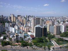 Recife es la capital del Estado de Pernambuco, en el noreste de Brasil, y el centro de la cuarta área metropolitana más grande del país,