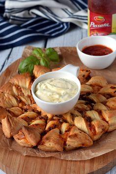 Przekąska imprezowa z ciasta francuskiego – Smaki na talerzu Camembert Cheese, Dairy, Meat, Chicken, Cooking, Impreza, Foods, Beef, Food Food