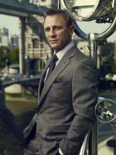 Daniel Craig, yes my favorite 007 along with Sean.   I did not think that was possible but I love this dude!
