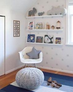 Ideas para organizar la habitación de tu hijo #habitación #dormitorio #infantil #niños #hijos #nórdico #escandinavo #puff #punto #cojín #estrella #almacenaje www.hogardiez.com.es