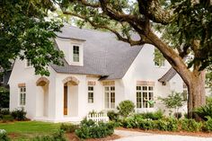 A serene cottage in Fairhope Alabama by McCown Design.