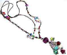 noria. Collar largo realizado en hilo de algodón, zamak, acrílico y resina. Medida collar: 84 cm + Medida colgante: 12 cm