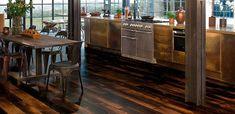 DESIGNFLOORING by IBDesign  Nézzük meg röviden, miért érdemes vinyl padlót választani?  ✔️A rendkívül széles választékuk garantált, a fa és a kő inspirálta modellek és az egyéb mintázatok terén is ✔️számos dizájn elemmel és egyedi padlókkal rukkoltak elő – melyeket ráadásul 99,9%-os raktárkészlettel forgalmazzák viszonteladó partnereik számára ✔️melegburkolataik nem csupán melegek, de csendesek, különösen tartósak, és még szerelésük, karbantartásuk is rendkívül könnyű. Kitchen Island, Home Decor, Island Kitchen, Decoration Home, Room Decor, Interior Decorating