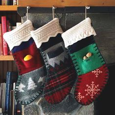 35 Adorable Christmas Craft Ideas That Bring The Holiday Spirit Into Your House Christmas Gift Themes, Cork Christmas Trees, Christmas Wall Hangings, Christmas Gift Wrapping, Felt Christmas, Christmas Stockings, Christmas Sweaters, Christmas Crafts, Holiday Decorations
