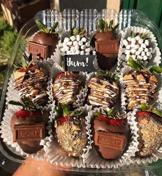 Hot chocolate with banana - Clean Eating Snacks Chocolate Coverd Strawberries, Chocolate Dipped Strawberries, Covered Strawberries, Mexican Dessert Table, Dessert Cups, Edible Fruit Arrangements, Edible Bouquets, Valentines Day Deserts, Chocolates