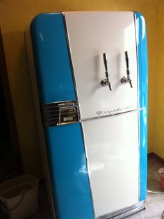 """Vintage 1954 Frigidaire Kegerator Build - Home Brew Forums"" Can I reasonably do something similar with the 1950s fridge in Mom's basement. -CAB"