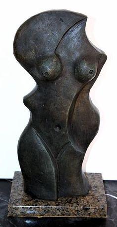 """Pablo Picasso, sculpteur """"buste de femme"""" bronze. Le vrai but de l'art n'est pas de créer de beaux objets, c'est une méthode de réflexion, un moyen d'appréhender l'univers et d'y trouver sa place. Cette sculpture est magnifique, je l'adore !"""