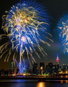 All of us here at Theater Pizzazz wish everyone a peacefulandHappyJuly 4th.   Watch the Macy's Fourth of July Fireworks, positioned on the East River off Manhattan between 24th and 41st streets, startingat about 9:20 p.m. ET and lasting 25 minutes.