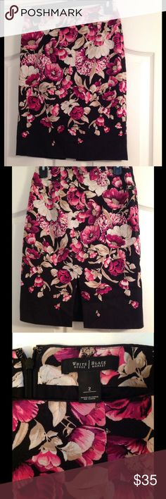 WHBM floral pencil skirt🌷Final price🎉 Gorgeous WHBM floral pencil shirt in great condition. No tears or stains. Zips up in the back and has open slit at the bottom. Falls above the knee. White House Black Market Skirts Pencil