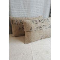 Grand coussin confectionné dans un ancien sac de tri postal. http://www.memoiredestoiles.com/esprit-deco/143-coussin-la-poste.html